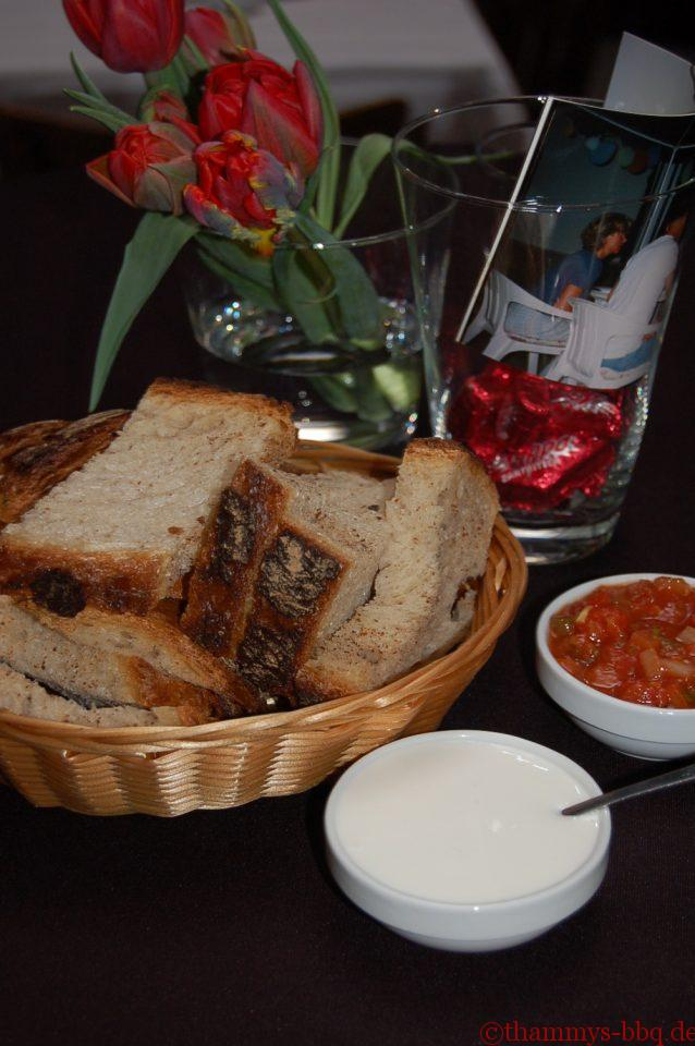 Hmm, Brot, Aioli und Salsa