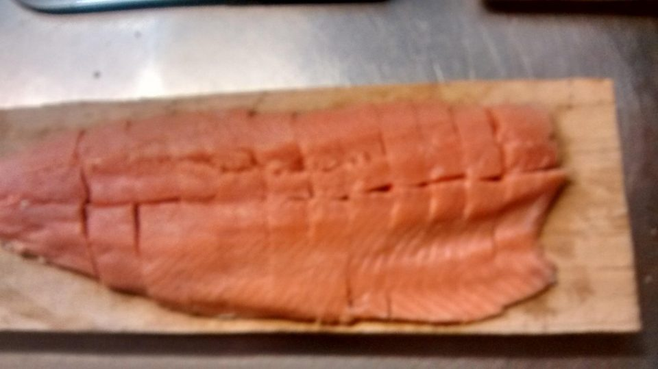 Lachs portionieren