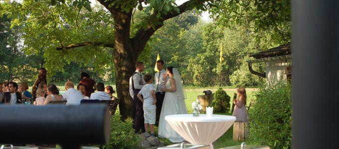 Hochzeits-BBQ an der Wassermühle