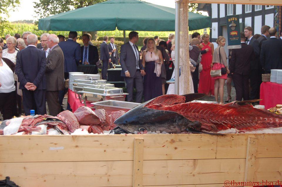 Die BBQ-Gäste freuen sich auf den Thunfisch
