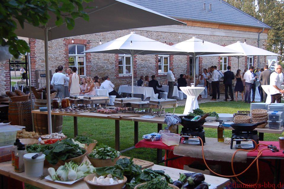 Gäste beim BBQ am Gut Niederbarkhausen